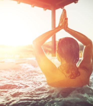Namaste i solnedgång